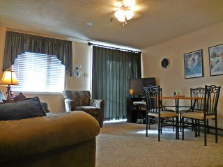 Lovely 1BR/1BA - Steps from Snowshoe Village - Faces Lifts and Mountains - Wi-Fi - Snowshoe vacation rentals