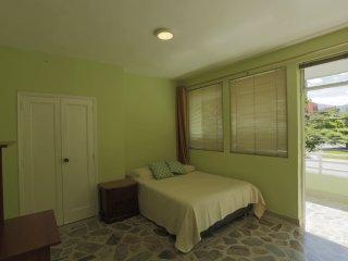 Casa las Acacias, habitacion con balcon. - Medellin vacation rentals