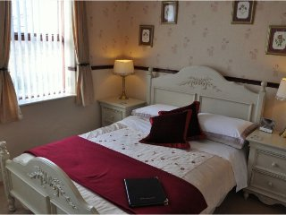 Brook House Double En-suite Room 4 - Broadway vacation rentals