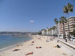 Design apt with AC, close to beach - Antibes vacation rentals