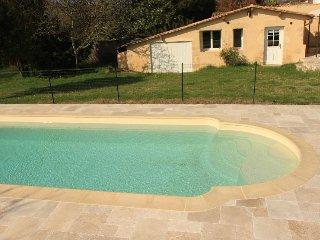 Petite maison indépendante, avec piscine - Saint-Macaire vacation rentals