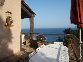 Villa Vue Panoramique 180° sur Mer et îles 2 à 6 p - Le Rayol-Canadel vacation rentals