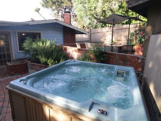 6 BDRMS/ 4 Bath, Sleep 16. 5 Blks to Beach.Jacuzzi - La Jolla vacation rentals