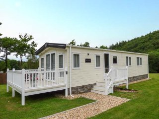 WOODLANDS PARK, lodge, WiFi, enclosed veranda, communal gardens, nr New Quay, Ref 937948 - New Quay vacation rentals