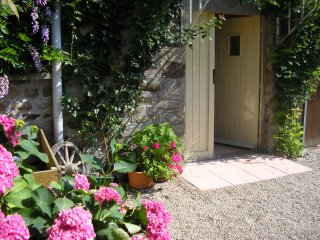 Le Grenier. Spacious Rural Accommodation for Two - Ger vacation rentals