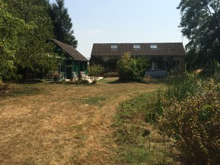 Full property ,  3 independant houses,  3 kitchinettes, 3 shower,3 wc  18 Person - Le Perray-en-Yvelines vacation rentals