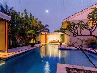 City Beach Tropical Oasis (3 bed 1 bath home) - City Beach vacation rentals