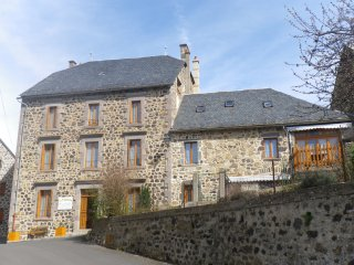 chambre d'hôtes à 20 km de l'A 75 - Ferrieres-Saint-Mary vacation rentals