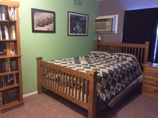 Bibliophile's Dream--Comfy Room Near North Campus - Ann Arbor vacation rentals