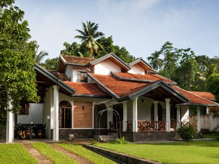 Villa Tima (rooms and free scooters) - Galle vacation rentals