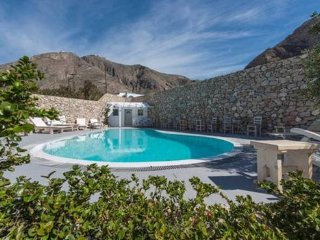 Double room with pool+breakfast - Perissa vacation rentals
