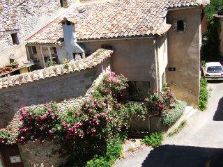 La Cocoune - gîte de séjour en Luberon. - Oppedette vacation rentals