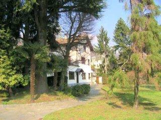 3 bedroom Villa in Meina, Lake Maggiore, Italy : ref 2259088 - Meina vacation rentals