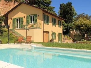 Trilocale grazioso e curato per 4 persone +1 - Montafia vacation rentals