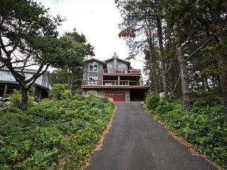 BEACH PINE~MCA# 1575~ On the Golf Course with hot tub and great views. - Manzanita vacation rentals