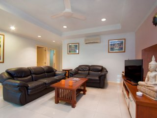 Argyle 1 Bed (5) 80 m2 Phratamnak - Pattaya vacation rentals