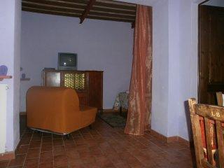 """App.""""Viola"""" in casale toscano con piscina - Castellina Marittima vacation rentals"""
