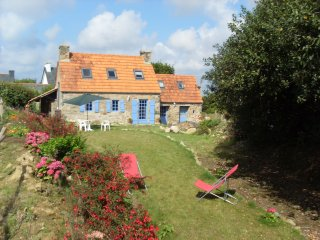 Bright 2 bedroom House in Plougrescant with Dishwasher - Plougrescant vacation rentals