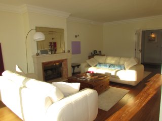 CHIC, QUIET & SUNNY - Cascais vacation rentals