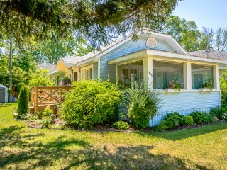 A Vintage Crystal Beach Cottage - Summer is Selling Out! - Crystal Beach vacation rentals