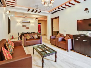 LUXURY 3 BEDROOMS SERVICED APARTMENT VERY CLEAN - New Delhi vacation rentals