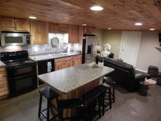 Charming 3BR/1B full basement apt. 4mi. from BMS! - Bluff City vacation rentals