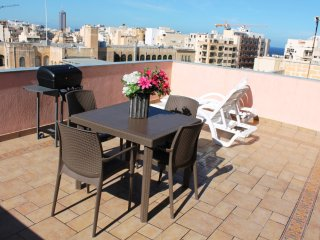 Charming and Sunny 2 bedroom penthouse in Sliema - Sliema vacation rentals