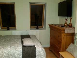 Charming studio flat sleeps 4 in Camberwell zone 2 - London vacation rentals