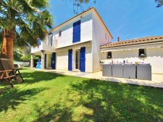 Villa 4 suites, piscine clim WIF et garage 8P - Antibes vacation rentals