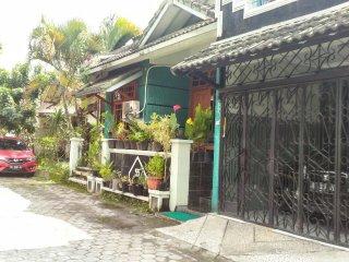 Cozy 2 bedroom Bed and Breakfast in Yogyakarta - Yogyakarta vacation rentals
