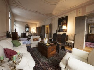 Luxury apartment in Asolo's central square - Asolo vacation rentals
