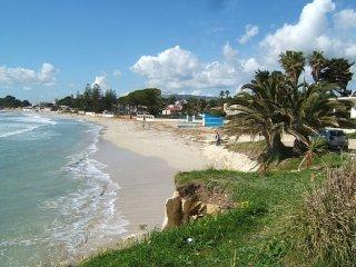 Trilocale in villa Nettuno a 20 m dal mare - Fontane Bianche vacation rentals