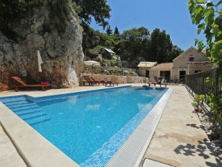 4 bedroom Villa with Hot Tub in Mlini - Mlini vacation rentals