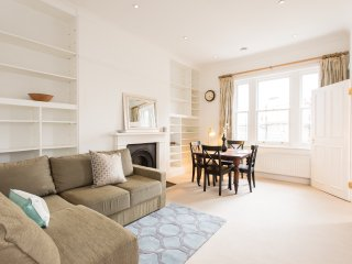 Stunning 2 bed 2 bath in Swiss Cottage - London vacation rentals