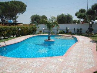 """casa vacanza con piscina """"Villa Assunta"""" - Monteroni di Lecce vacation rentals"""