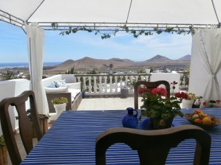Lovely 3 bedroom Nazaret House with Internet Access - Nazaret vacation rentals