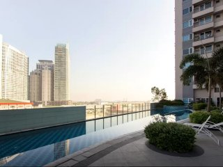 Corner Spacious Condo Eastwood Aspire Quezon City - Quezon City vacation rentals
