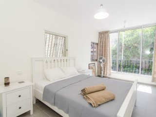 Gordon St - 3 Bed, Balcony, Parking - Tel Aviv vacation rentals