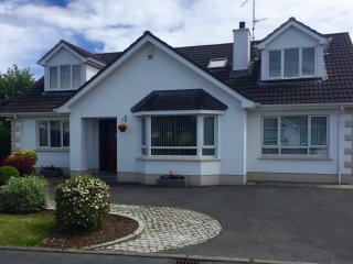 Bright 3 bedroom Warrenpoint House with Internet Access - Warrenpoint vacation rentals