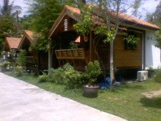 4 A/C Bungalows 100 meters beach bars restaurants - Koh Phangan vacation rentals