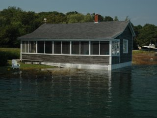Waterfront Cottage -on Tidal Ocean Cove - Kennebunkport vacation rentals
