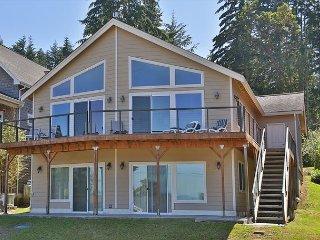 Restful retreat, beautiful view, and Bells Beach access. 2 bed, 2 bath. (247) - Langley vacation rentals
