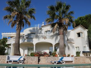 4 bedroom luxury villa, hot tub, pool & air con. - Budens vacation rentals