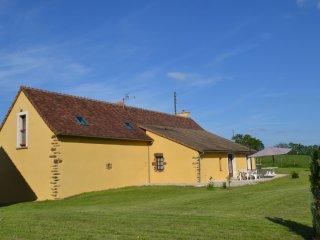 Comfortable 5 bedroom Sarthe Gite with Tennis Court - Sarthe vacation rentals