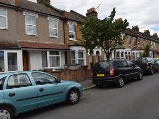 3 Bedroom house  (I) , 15 min. to City Centre - London vacation rentals