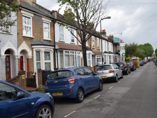 3 Bedroom house  (I) , 15 min. to City Centre - London vacation rentals
