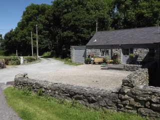 Riverside cottage close to the sea, mountains and woodlands - Trefor vacation rentals