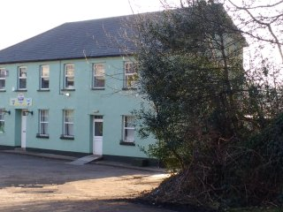 Perfect 9 bedroom Manor house in Neath with Deck - Neath vacation rentals