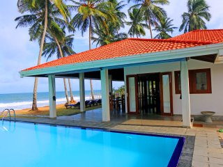 "Hikkaduwa Ocean Front ""The Palms Villa""/Large Pool - Hikkaduwa vacation rentals"