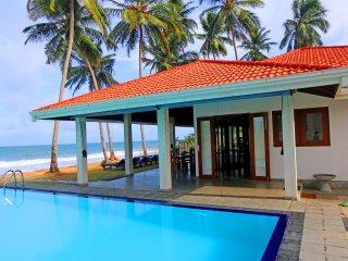 """Hikkaduwa Ocean Front """"The Palms Villa""""/Large Pool - Hikkaduwa vacation rentals"""